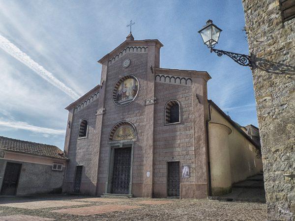 L'église. Apricale, un des plus beaux villages italiens