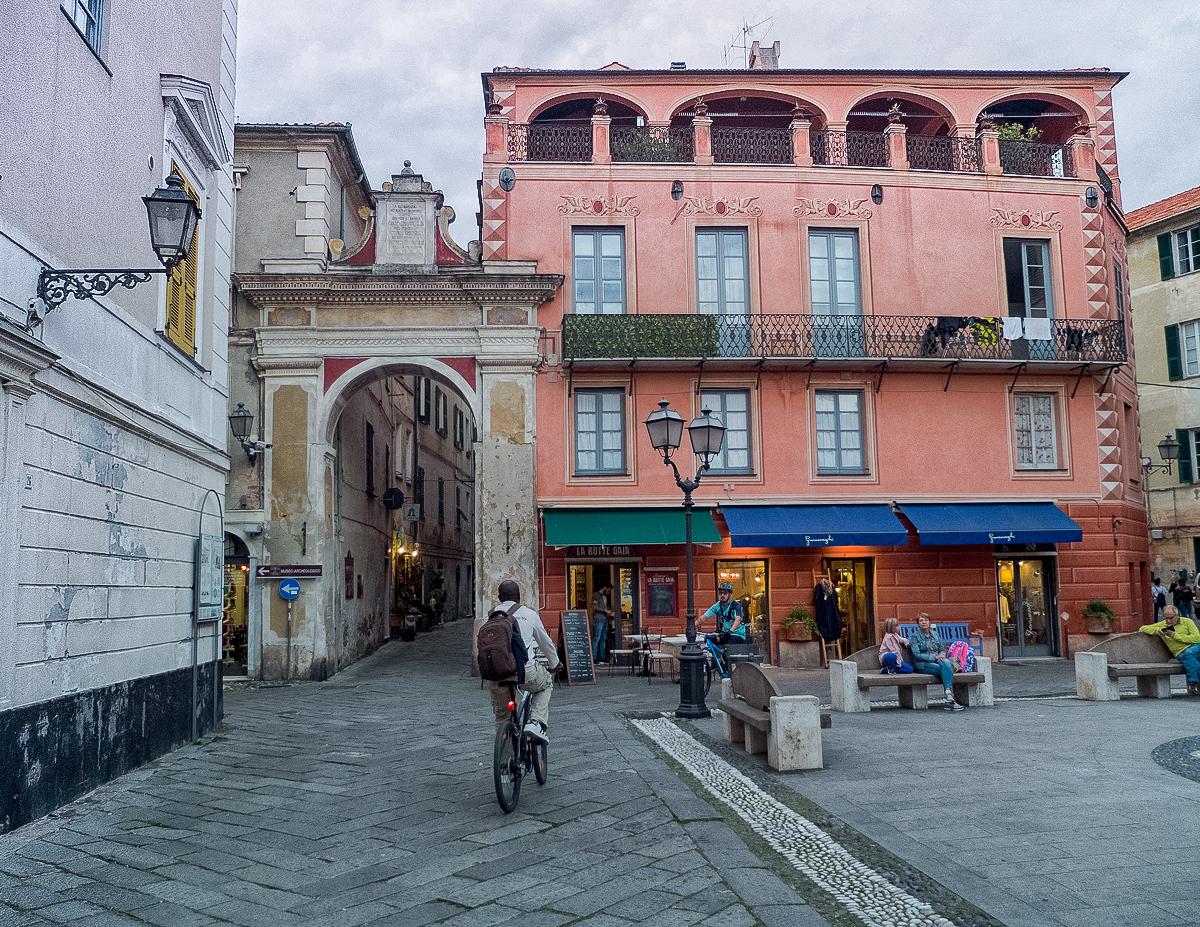 finalborgo plus beau village d'italie en ligurie