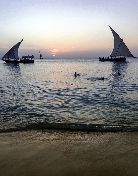 coucher de soleil sur l'île de zanzibar