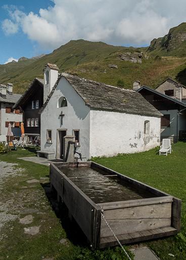 Eglise et lavoir de Riale